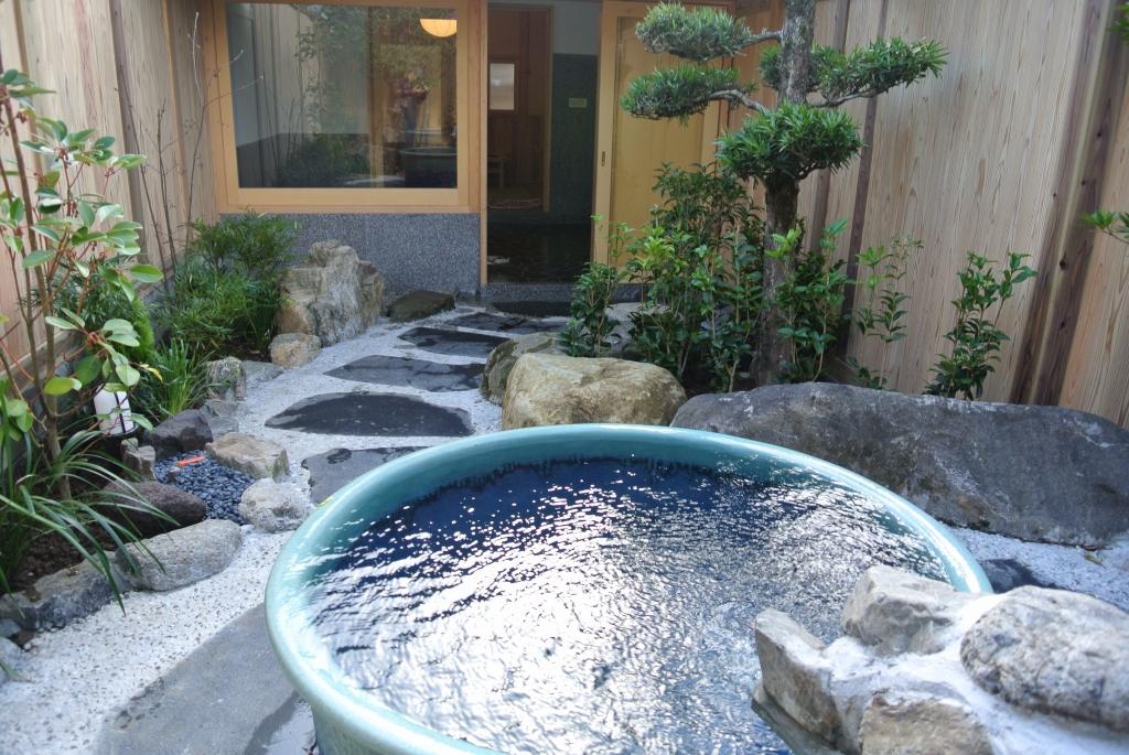 花水木外風呂