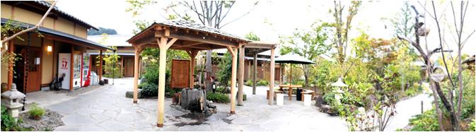 施設内園庭入り口